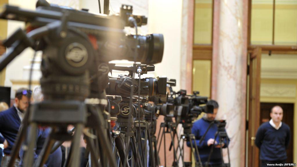 Srbija: Desetine nerešenih napada na novinare